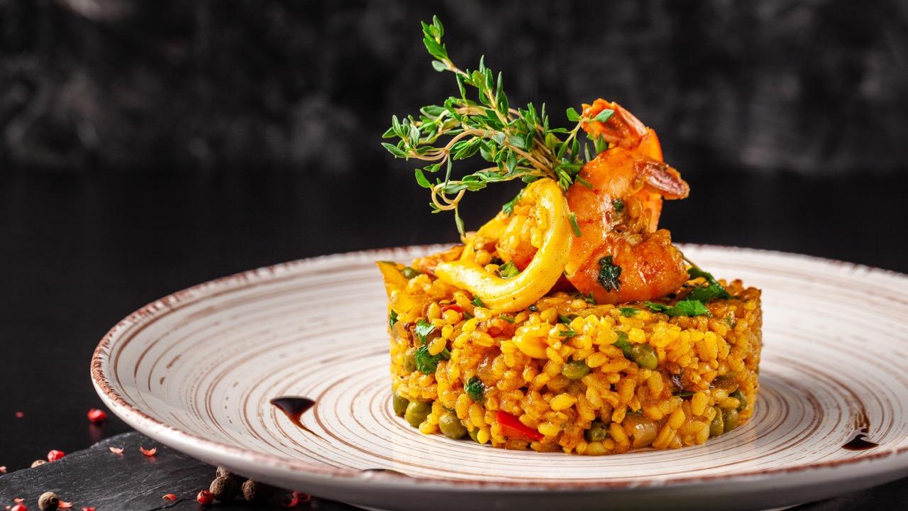 arroz basmati integral con verduras y tofu a la curcuma